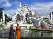Buddhist Monks, Fountain and White Temple. — Stock Photo