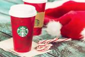 Cup of Starbucks holiday beverage peppermint mocha — Stock Photo