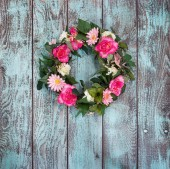 Floral wreath on vintage green background — Stock Photo