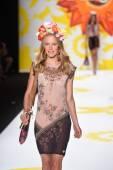 Model walks the runway at Desigual during Mercedes-Benz Fashion Week Spring 2015 — Foto de Stock