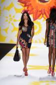 Adriana Lima walks the runway at Desigual during Mercedes-Benz Fashion Week Spring 2015 — Stock Photo