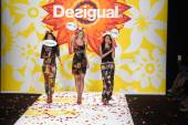 Models walk the runway finale at Desigual during Mercedes-Benz Fashion Week Spring 2015 — Stock Photo