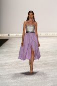 Model walks the runway at Monique Lhuillier during Mercedes-Benz Fashion Week Spring 2015 — Stock Photo