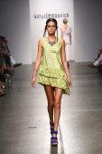 Model walks runway for Katya Leonovich Spring Summer 2015 fashion show — Stock Photo