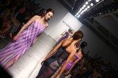 Models walk runway finale for Katya Leonovich Spring-Summer 2015 presentation — Stock Photo