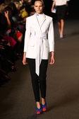 Modellen går banan på alexander wang modevisning — Stockfoto