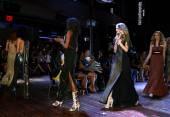 Modeller gå banan finalen för raul penaranda våren-sommaren 2015 kvav presentation — Stockfoto