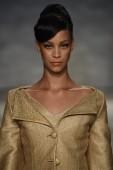 Modellen går banan vid b. michael amerika modevisning — Stockfoto