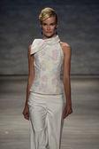 Elena Kurnosova walks the runway at the B. Michael America fashion show — Stock Photo