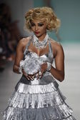 Cynthia Bailey walks the runway at Betsey Johnson show — Stock Photo