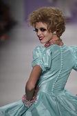 Model walks the runway at Betsey Johnson fashion show — Stock Photo