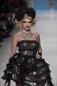 Model walks the runway at Betsey Johnson fashion show — Stockfoto