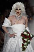 Drag Queen Sharon Needles walks the runway at Betsey Johnson fashion show — Stock Photo