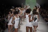 Models walk the runway finale at Betsey Johnson fashion show — Stock Photo