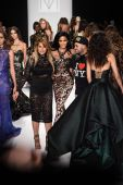 Models and Michael Costello at MTCostello Spring Summer 2015 presentation — Stock Photo