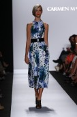 Model walks the runway at Carmen Marc Valvo — Stock Photo