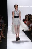 Model walks the runway at Carmen Marc Valvo — Stock Photo