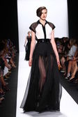 Model walks the runway at Carmen Marc Valvo — Stockfoto