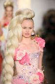 Model walks the runway finale during The Blonds 2015 fashion show — Stock Photo