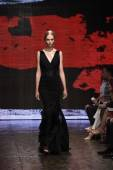 Model walks the runway at Donna Karan New York show — Stockfoto
