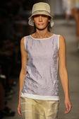 Model walks the runway at the Cividini Show — Stockfoto