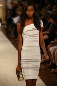 Model walks the runway during the Genny show — Stock Photo