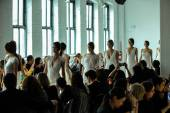 Models walk the runway finale during the RIVINI Spring 2015 Bridal collection show — Stock Photo
