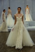 Model walks the runway during the Monique Lhuillier Spring 2015 Bridal collection show — Stock Photo