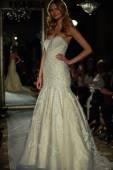 Model walks the runway during Oleg Cassini Spring 2015 Bridal collection — Stock Photo