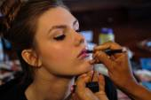 Model gets ready backstage before the Jenny Lee Spring 2015 Bridal collection show — Stock Photo