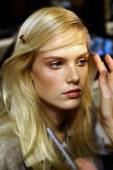 Model gets ready backstage before the Genny fashion show — Stock Photo
