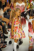 Models walk the runway finale during the Alivia Simone preview — Foto Stock