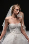 Jenny Lee Fall 2015 Bridal collection show — Stock Photo