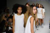 Bonnie Young preview at petite PARADE Kids Fashion Week — Fotografia Stock
