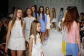 Bonnie Young preview at petite PARADE Kids Fashion Week — Stock Photo
