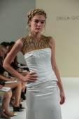 Della Giovanna Bridal Runway Show — Stock Photo