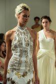 Della Giovanna Bridal Runway Show during Fall 2015 Bridal Collection — Stock Photo