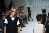 Dillonger Clothing preview at petite PARADE Kids Fashion Week — Stock Photo