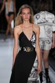 Versus Versace Spring 2015 Collection — Stock Photo