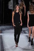 Versus Versace primavera coleção de 2015 — Fotografia Stock