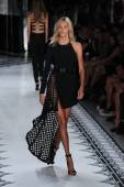 Anja Rubik walks the runway at the Versus Versace Spring 2015 Collection — Stock Photo