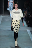 Natali Eidelman walks the runway at the Marc By Marc Jacobs fashion show — Foto de Stock