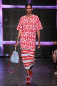 Cora Emmanuel walk the runway at DKNY — Stock Photo