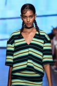 Joline Braun walk the runway at DKNY — Stock Photo