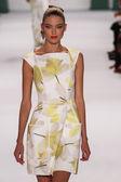 Model Martha Hunt walk the runway at the Carolina Herrera fashion show — Stock Photo