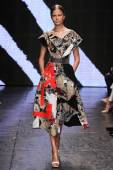 Elisabeth Erm walk the runway at Donna Karan New York — Stock Photo