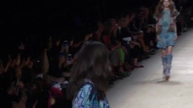 ETRO Spring-Summer 2015 show during Milan Fashion Week — Stock Video
