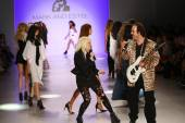 Designers Estel Day and Mark Tango perform on runway at Mark And Estel fashion show — Stock Photo