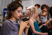Model getting ready backstage at the Lie Sang Bong Spring 2015 during MBFW — Stock Photo