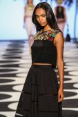 Model walks the runway at Nicole Miller during Mercedes-Benz Fashion Week — Stock Photo